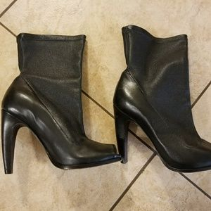 Vera Wang Lavender label ankle booties